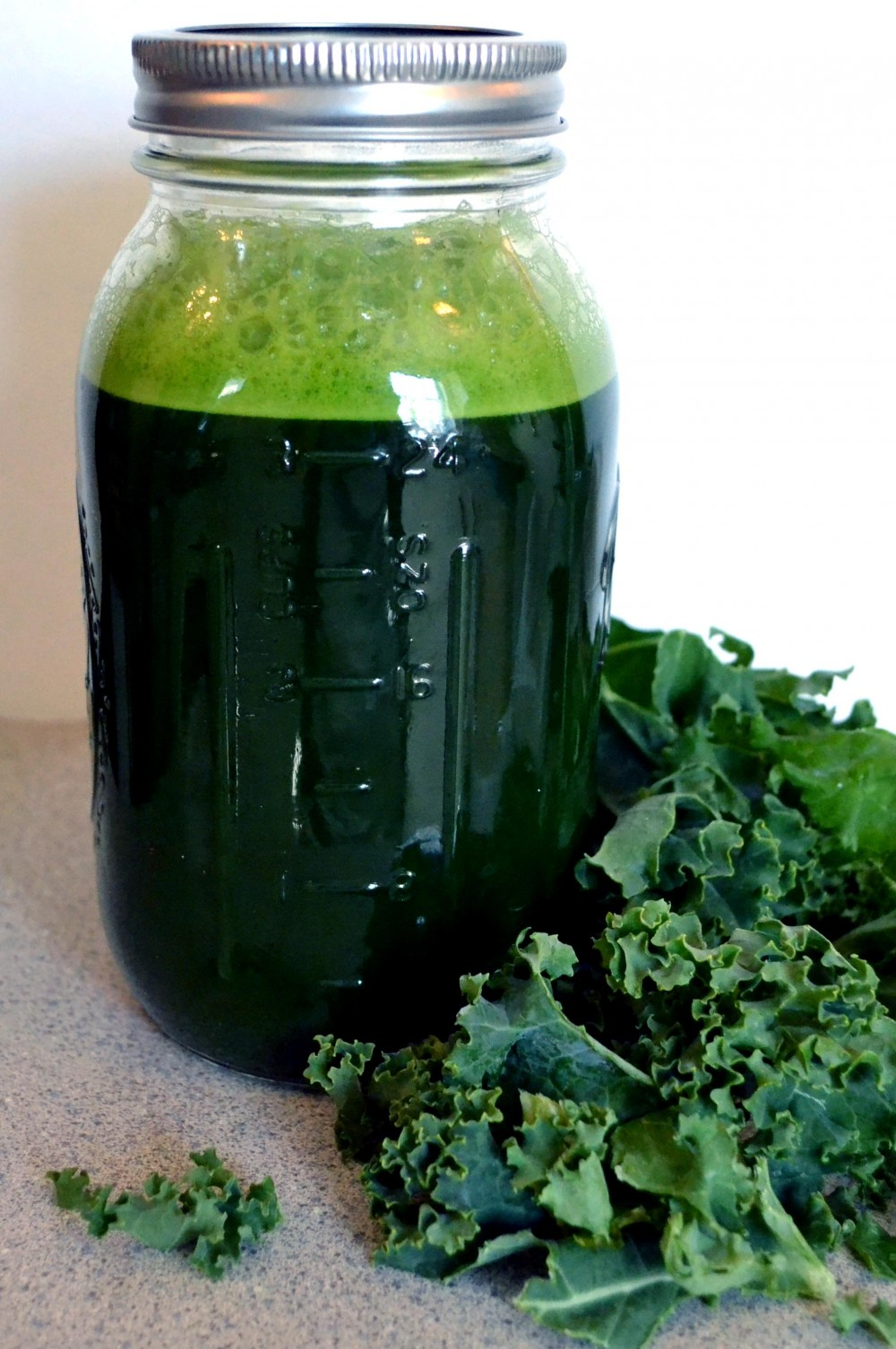 kale_juice_jar