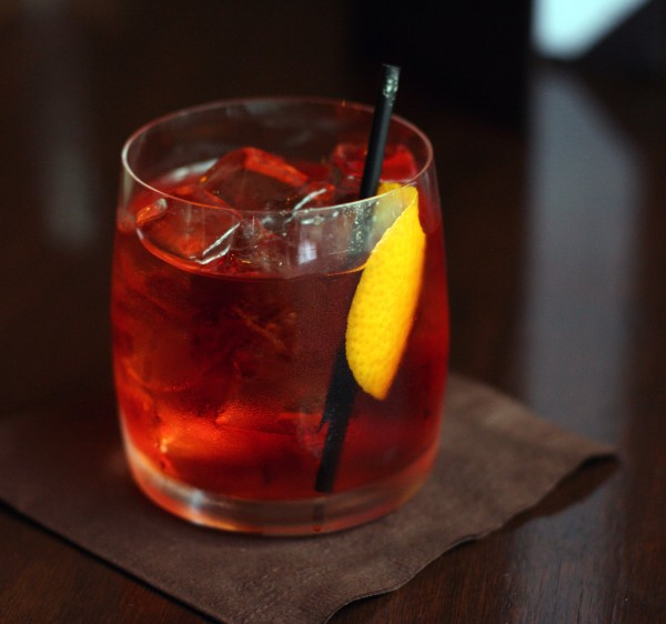 Negroni_served_in_Vancouver_BC_wikepedia2